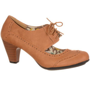 NEW Vintage Lace-Up Wingtip Maryjane High Heels 6